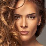 Voulez-vous avoir les cheveux longs pendant un certain temps? Les meilleures astuces qui restaureront les cheveux longs en arrière